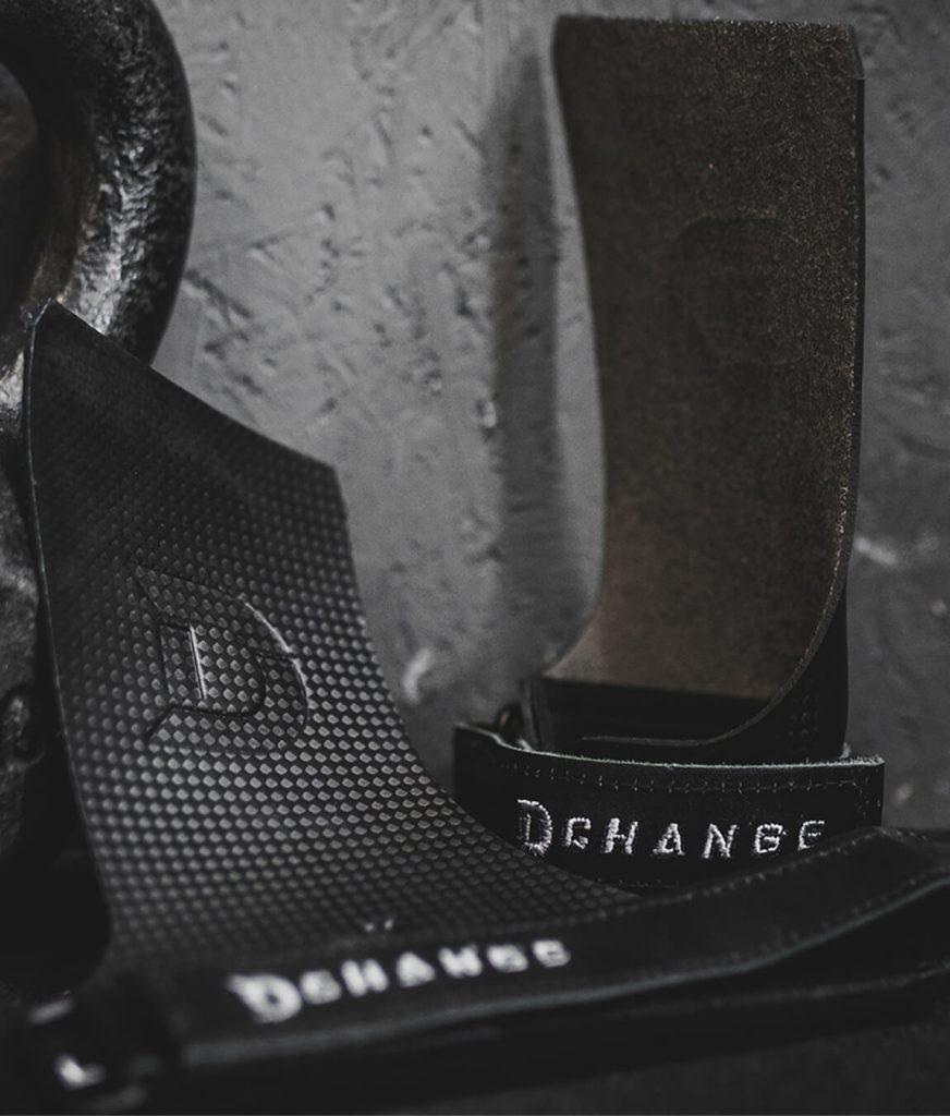 svarta crossfit grips med läderrem.